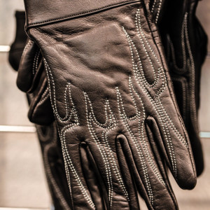 Short light full finger leather motorcycle gloves